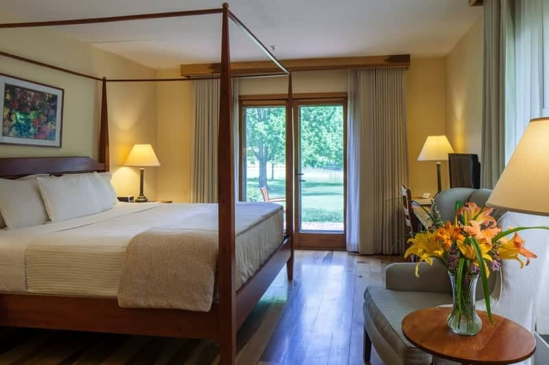 Premium Lakeview Walkout Guest Room